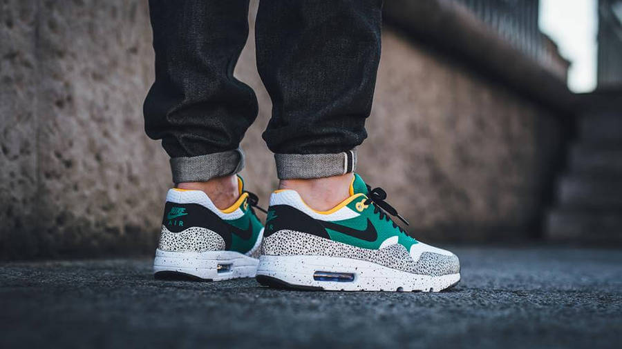 Rango Aparte traqueteo  Nike Air Max 1 Ultra Essential Safari Green | Where To Buy | 819476-103 |  The Sole Supplier