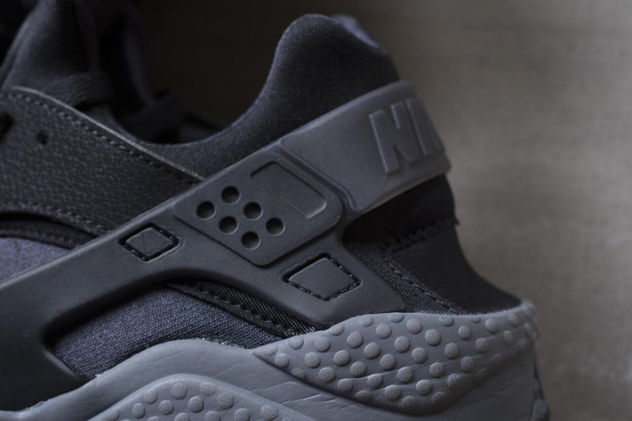 curva no Para buscar refugio  Nike Air Huarache Black Dark Grey | Where To Buy | 318429-010 | The Sole  Supplier