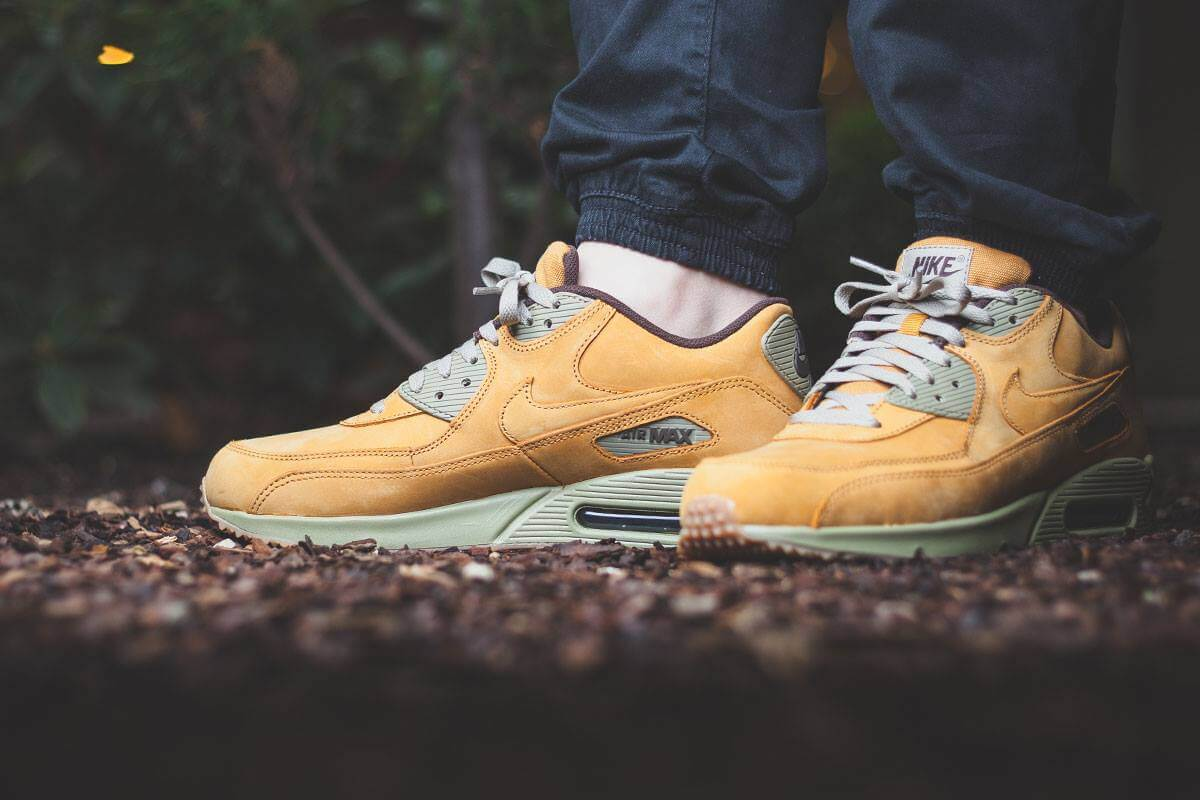 pedestal pestillo Antagonismo  Nike Air Max 90 LTR PRM Flax | Where To Buy | 683282-700 | The Sole Supplier