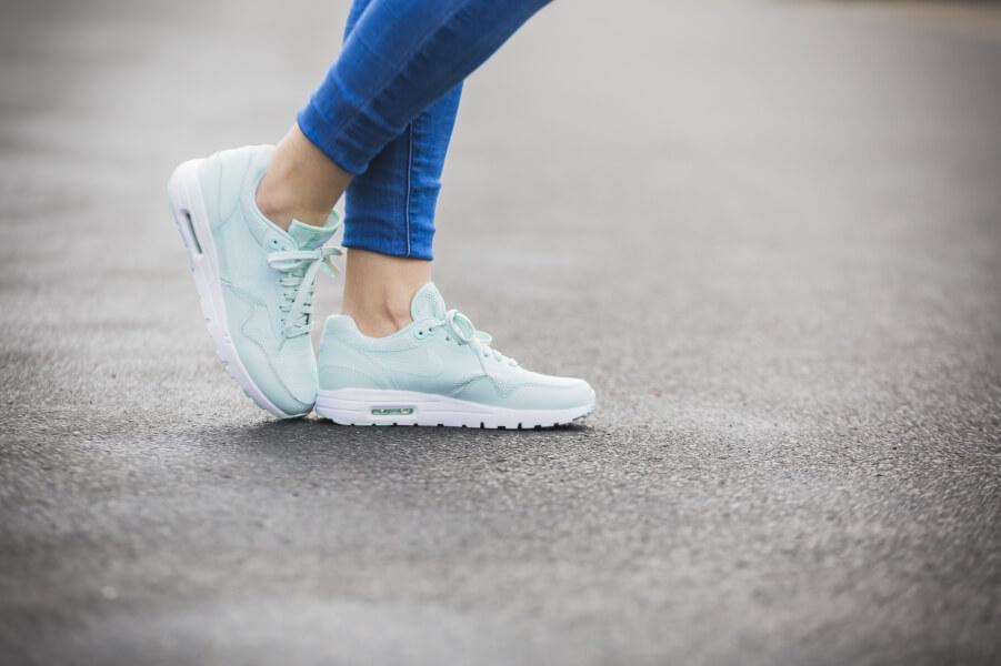 Nike Womens Air Max 1 Ultra Essential Fiberglass
