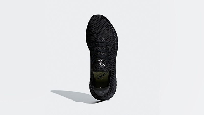 all black adidas deerupt