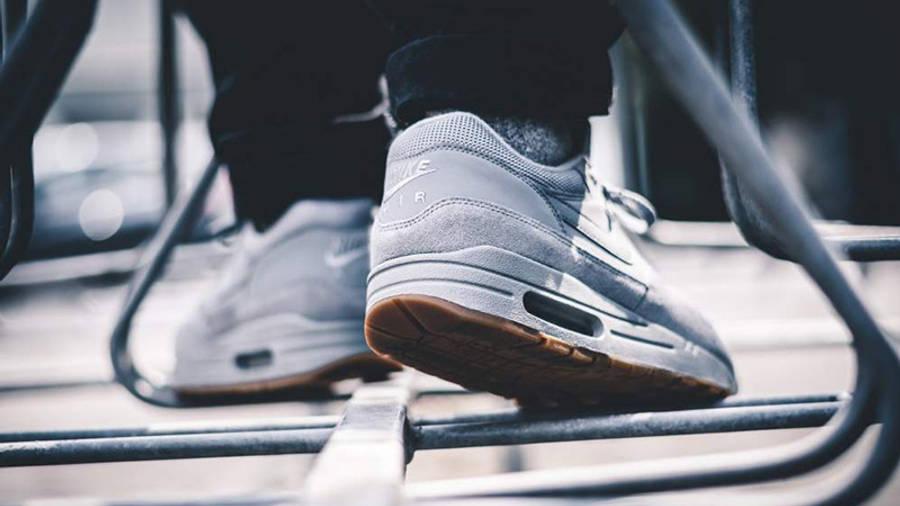 air max 1 grey suede