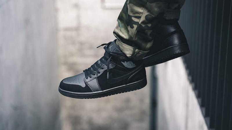 all black jordan 1
