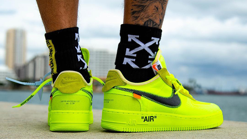 nike air force 1 x off white nere