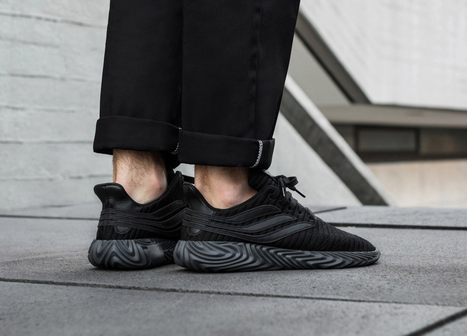 anillo Proverbio casual  14 Triple Black Creps You Need To Be Rocking All Winter | The Sole Supplier