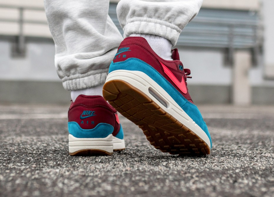 air max 1 team red orbit