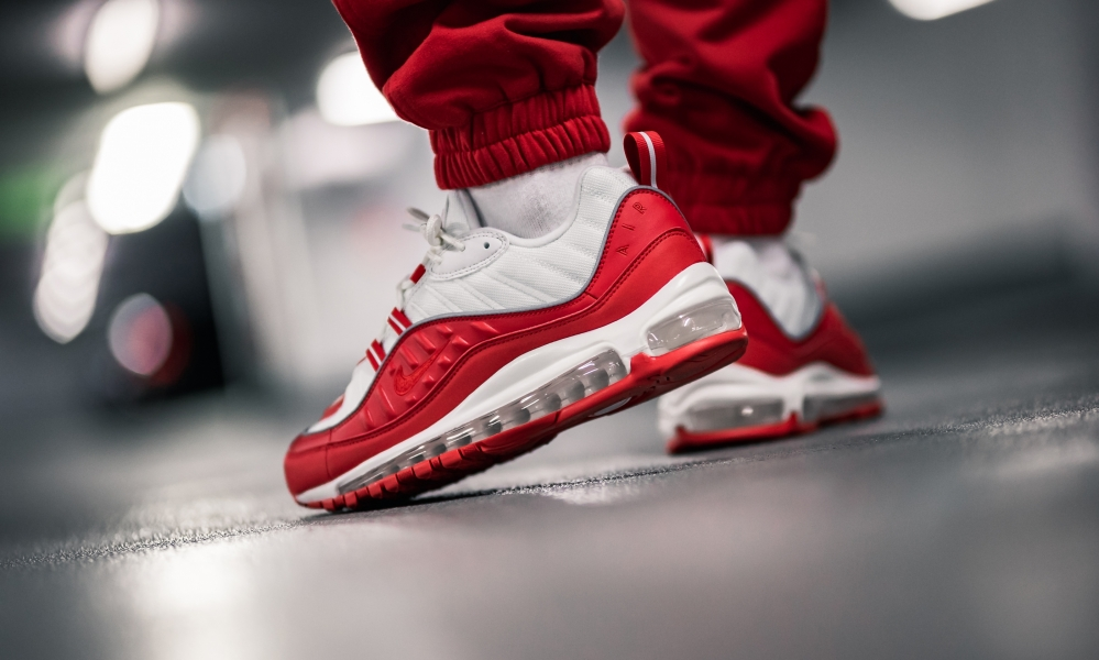 cáscara Lágrimas diferencia  Nike Air Max 98 University Red | Where To Buy | 640744-602 | The Sole  Supplier