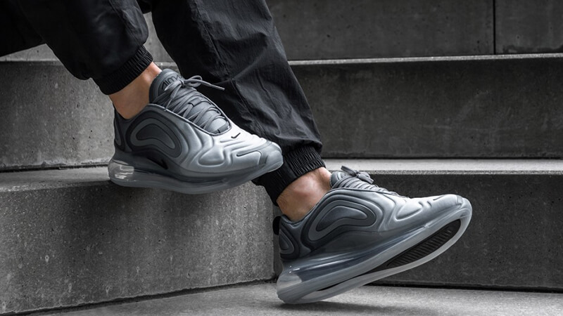https://cms-cdn.thesolesupplier.co.uk/2019/02/Nike-Air-Max-720-Carbon-Grey-AO2924-002-on-foot-staircase.jpg