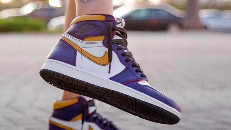 Nike SB x Air Jordan 1 High OG LakersChicago
