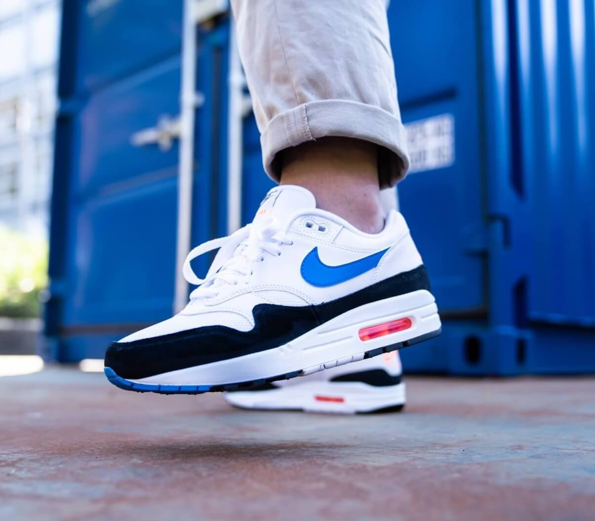 air max 1 photo blue total orange on feet