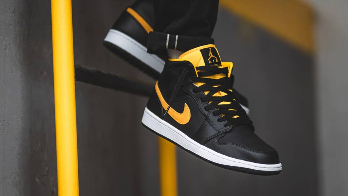 Meseta Aparador solidaridad  Foot Locker Just Launched The Jordan 1 Mid SE Black Gold | The Sole Supplier