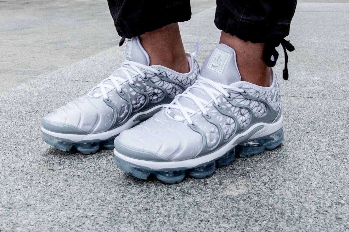 Get - vapormax plus white and grey