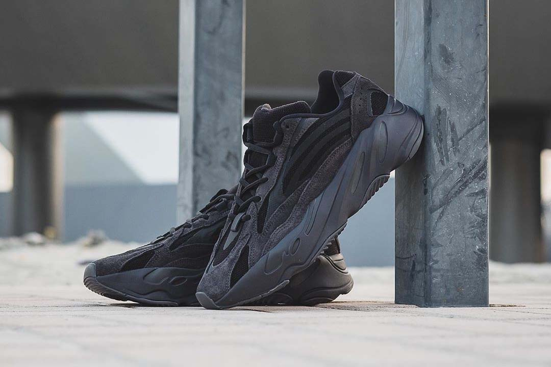 triple black yeezy 700 v2