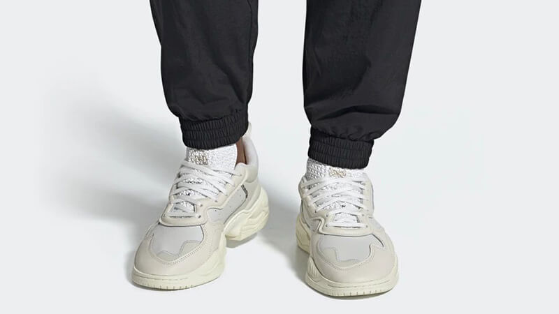 https://cms-cdn.thesolesupplier.co.uk/2019/06/adidas-Supercourt-RX-Off-White-EE6328-on-foot.jpg