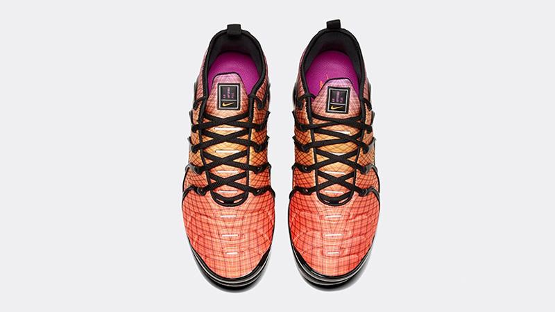 Nike Air VaporMax Plus Bright Crimson middle