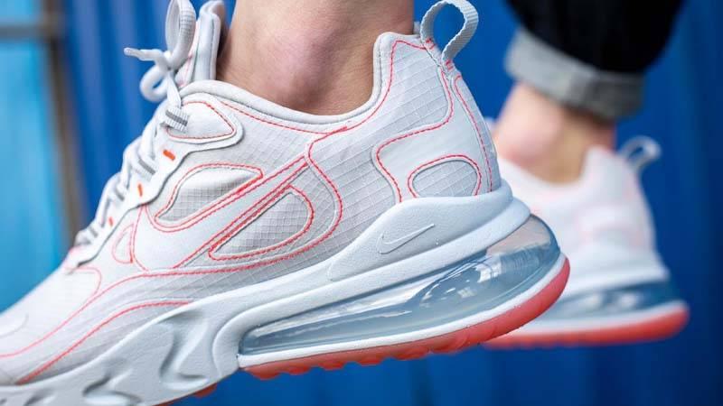 [Image: Nike-Air-Max-270-React-SP-White-Crimson-...loseup.jpg]
