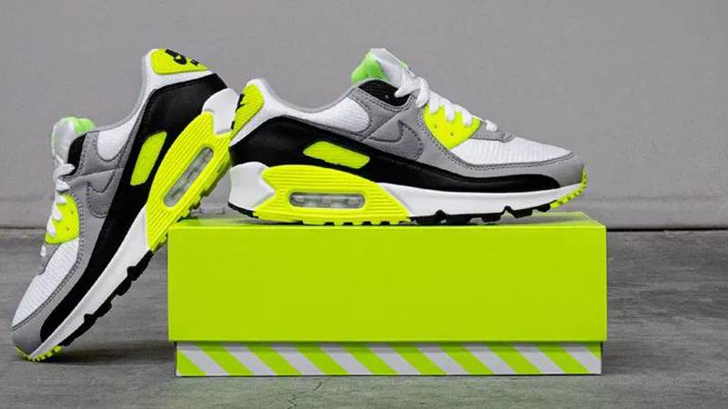 air max 90 on feet volt
