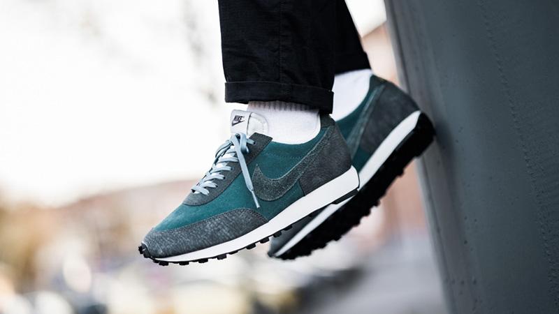 Nike Daybreak Low Top Sneakers CU3016