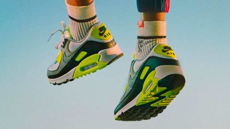 The 8 Best Nike Sneakers From The '90s