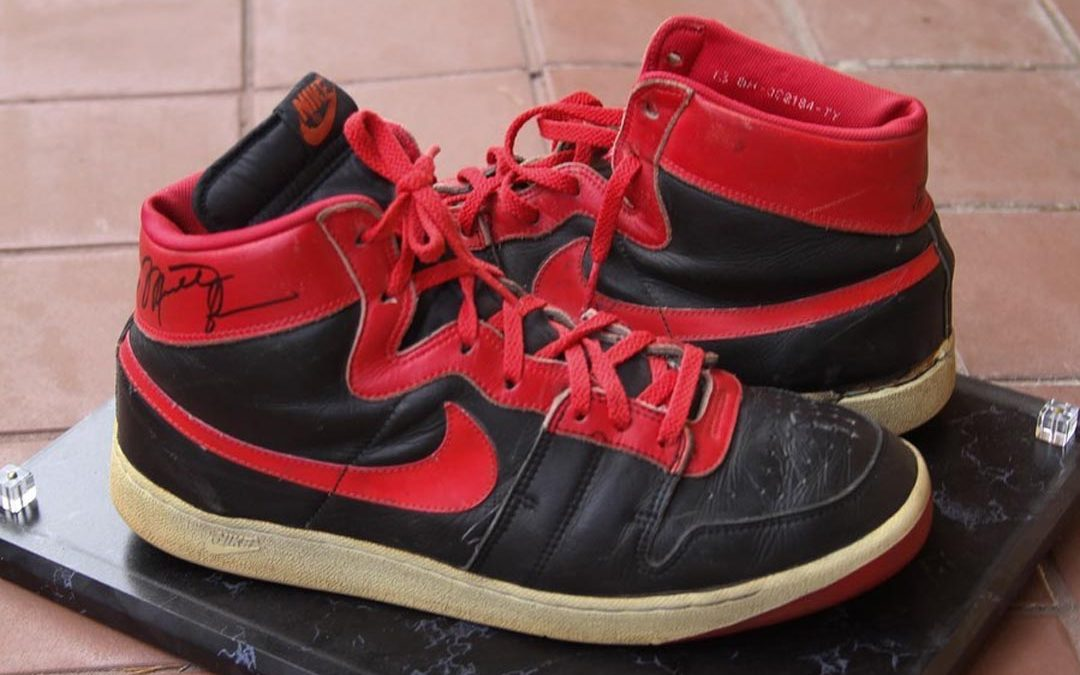 100% de satisfacción gama exclusiva sitio autorizado Get Up Close With Michael Jordan's Banned Nike Air Ship   The Sole ...