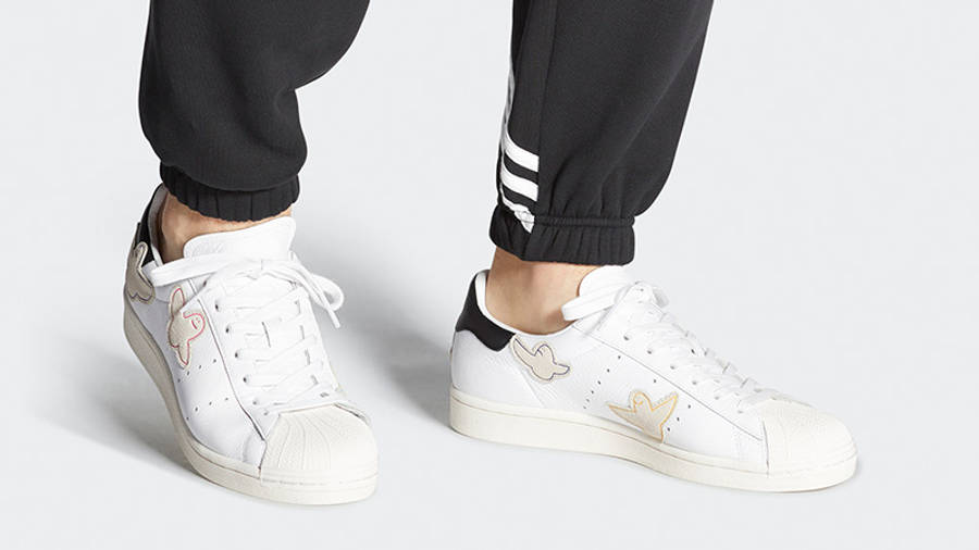 https://cms-cdn.thesolesupplier.co.uk/2020/04/adidas-Superstar-Adv-x-Gonz-White-Multi-FW8029-on-foot_w900.jpg