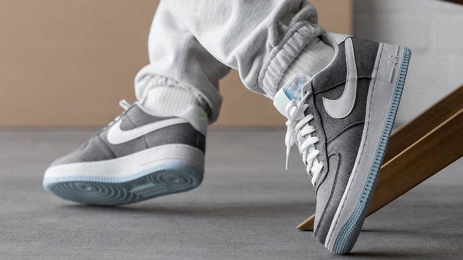 Nike Air Force 1 07 Iron Grey On Foot