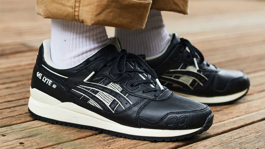 ASICS Gel-Lyte 3 Black On Foot