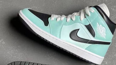 Jordan 1 Mid Mint Black First Look Top Sole
