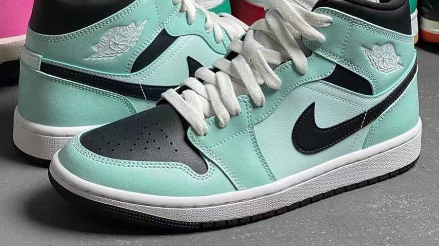 Jordan 1 Mid Mint Black First Look