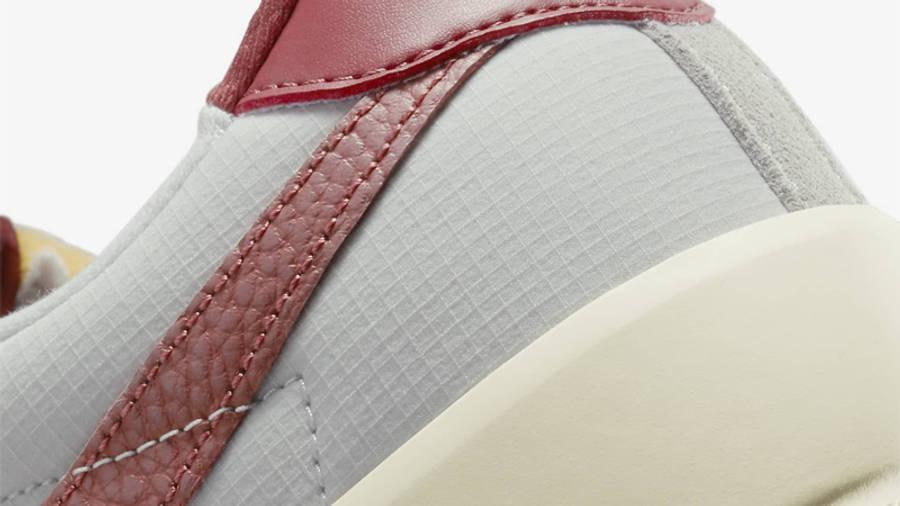 Nike SB Bruin React Team Red Closeup