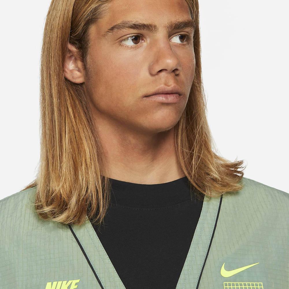 Nike Sportswear DNA Woven Gilet Pine Green Closeup