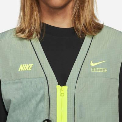 Nike Sportswear DNA Woven Gilet Pine Green Front Closeup
