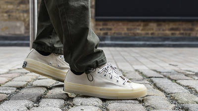 Offspring x Converse Chuck 70 Flip White on foot