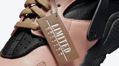 Nike AIr Huarache Toadstool Black Closeup