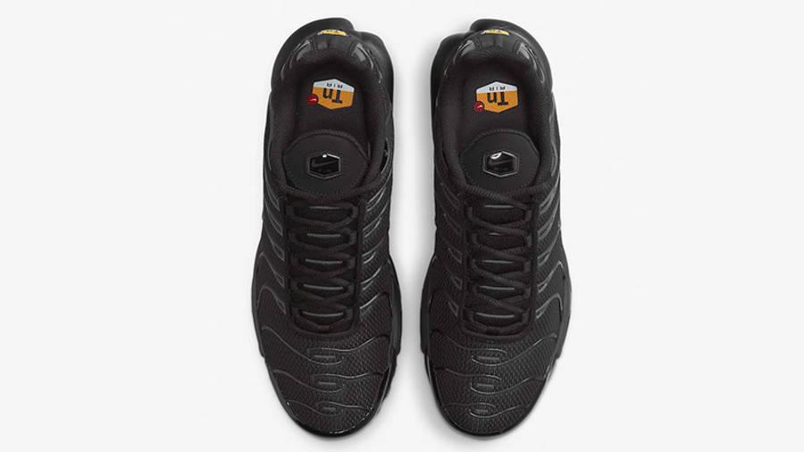 Nike TN Air Max Plus Triple Black Grey DB0682-001 03 middle