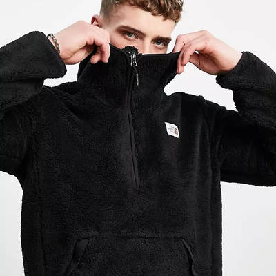 The North Face Campshire Hoodie Black Detail